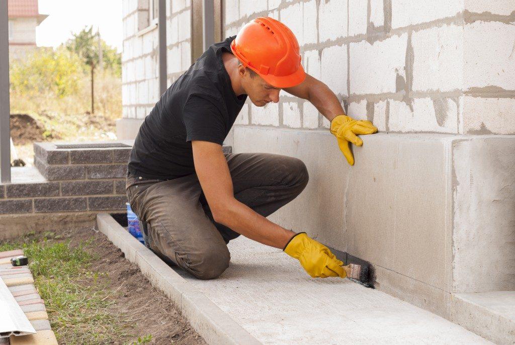 construction, setting the concrete