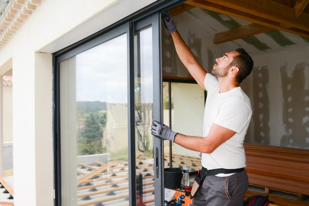 installing glass window