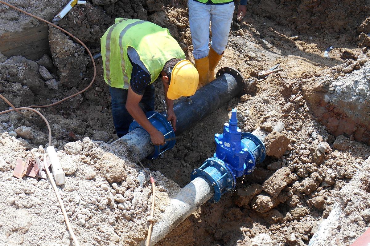 men fixing pipes